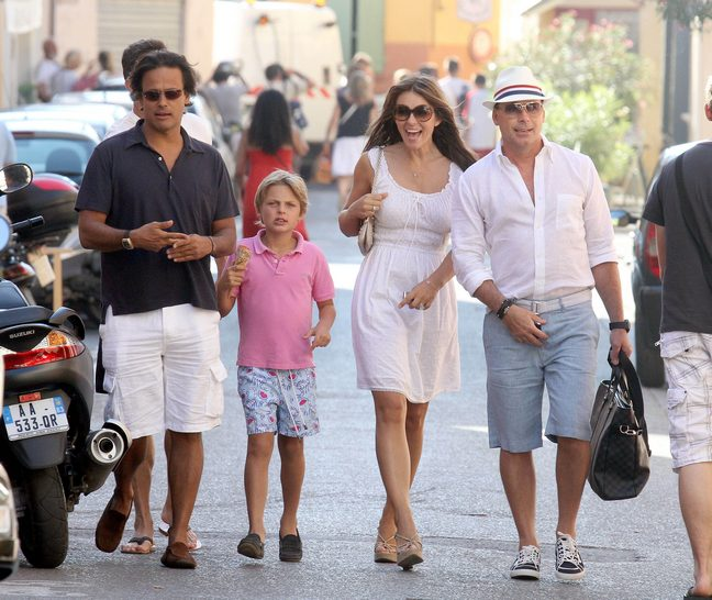Elizabeth Hurley, white summer dress, tank dress, wedge sandals, sunglasses, purse