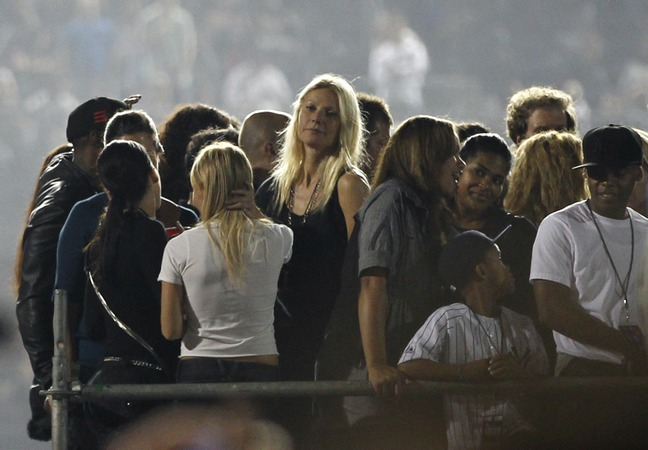 Gwyneth Paltrow, black dress, concert, black top, Jay-Z concert