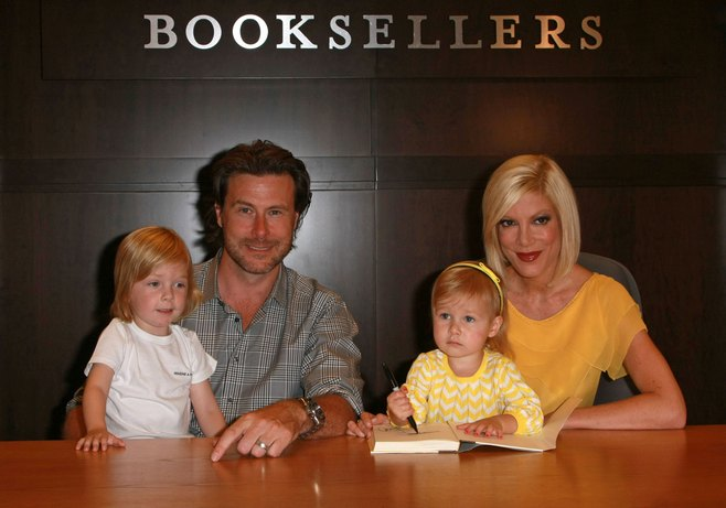 Tori Spelling, yellow dress, book signing