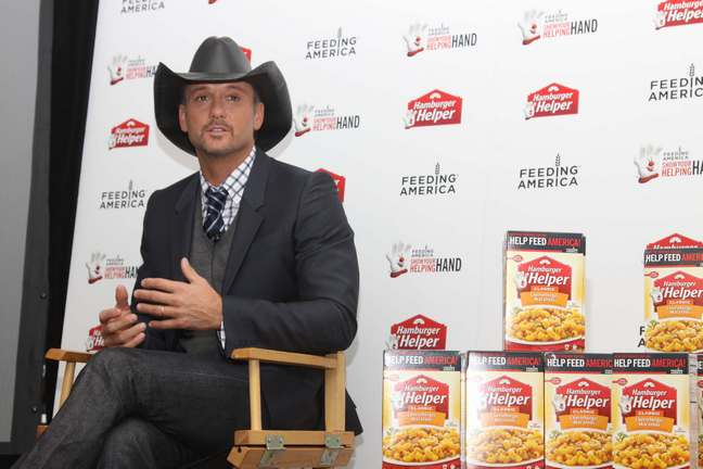 Tim McGraw, suit, cowboy hat