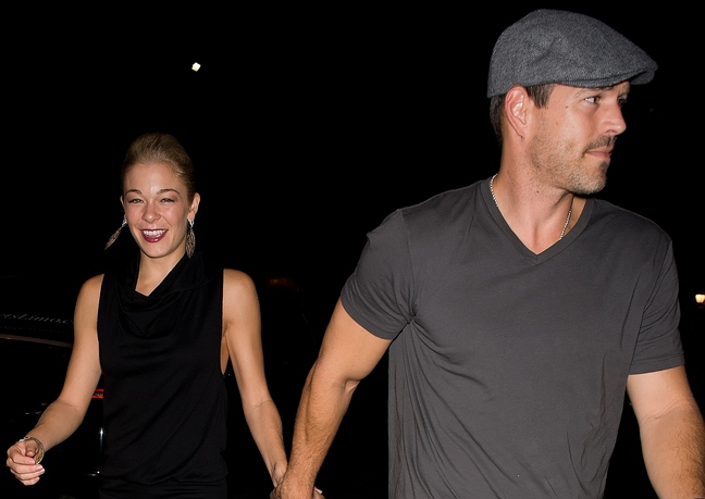 Eddie Cibrian, gray hat, t-shirt, LeAnn Rimes, Black dress