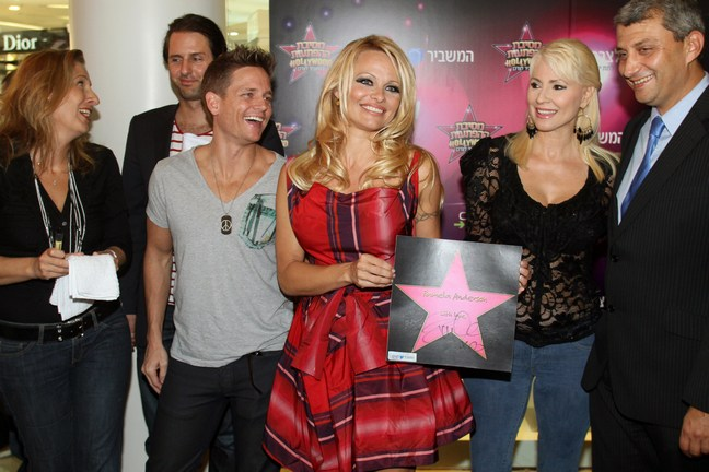 Pamela Anderson, red dress, red and black print dress