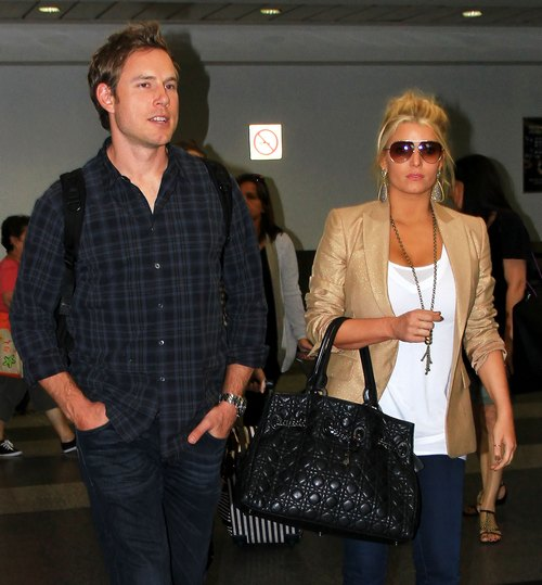 Jessica Simpson, tan jacket, black bag, sunglasses, Eric Johnson