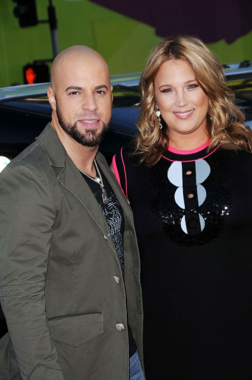 Chris Daughtry, Wife Deanna, gray jacket, black dress