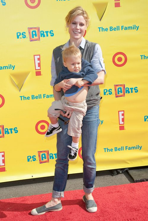 Julie Bowen, jeans, sweater vest, son