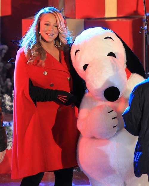Mariah Carey, red jacket, black gloves, snoopy