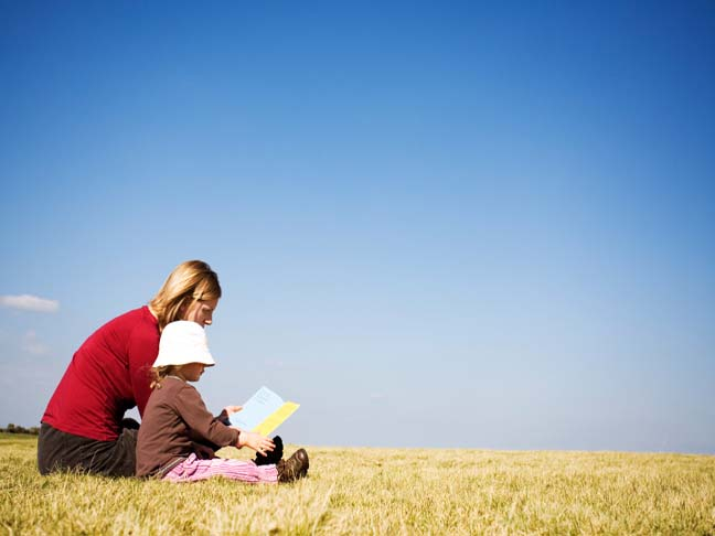 MOM AND CHILD READING OUTSIDE