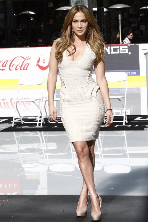 Jennifer Lopez, beige heels, cream dress
