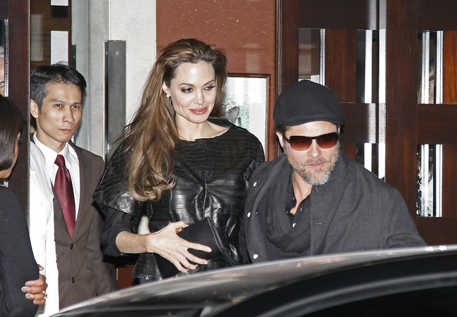 Angelina Jolie, Brad Pitt, black leather jacket, hat, clutch
