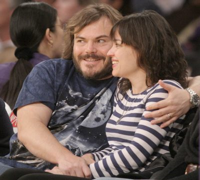 Jack Black, blue t-shirt, wolf t-shirt, basket ball game, wife Tanya