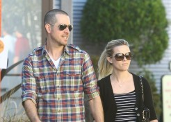 Reese Witherspoon And Jim Toth Engaged!