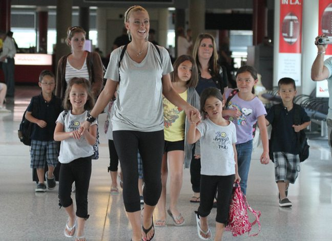 Kate Gosselin, black capri pants, black flipflops, tshirt