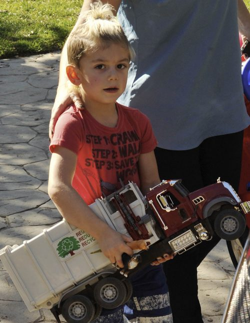 Kingston Rossdale, tshirt, toy truck