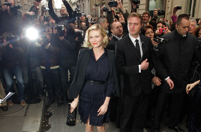 kirsten dunst paris fashion week, black dress