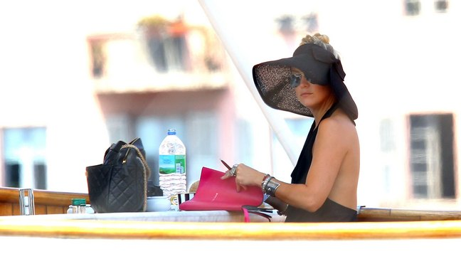 Kate Hudson, black hat, black sundress