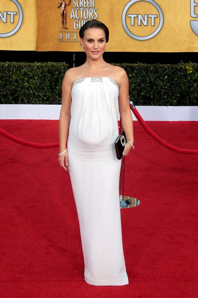 Natalie Portman, white gown, SAG dress, White dress, maternity dress