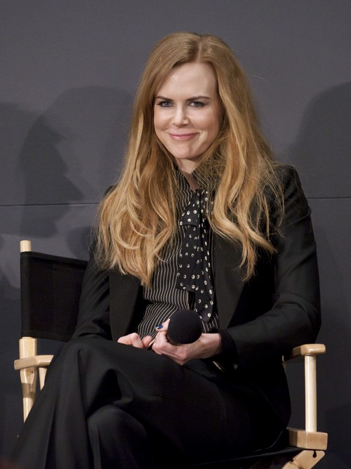 Nicole Kidman, black pants, black jacket, striped scarf
