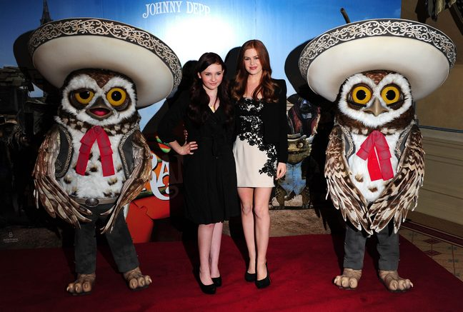 Isla Fisher, black and white dress, Abigail Breslin