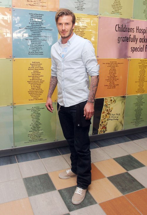 David Beckham, oxford, jeans, brown shoes