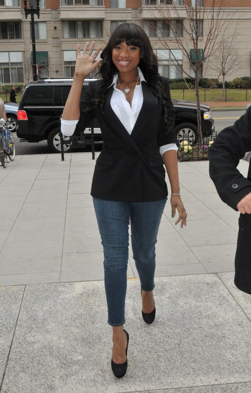 jennifer Hudson, skinny jeans, black jacket, white blouse