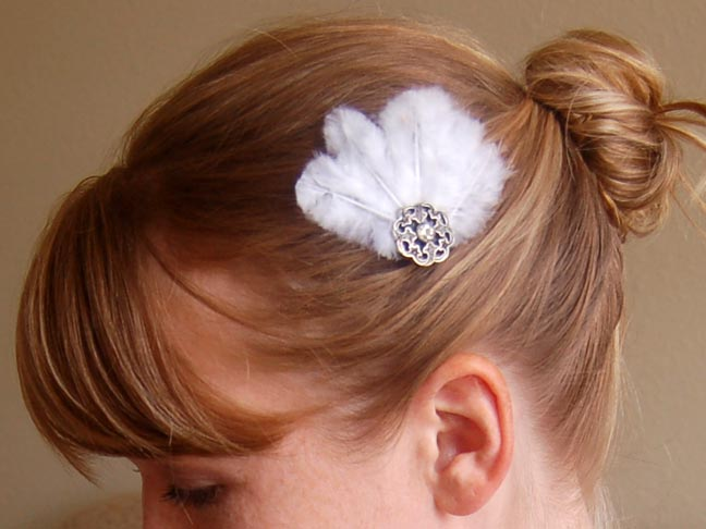 FEATHER BUTTON BOBBY PIN