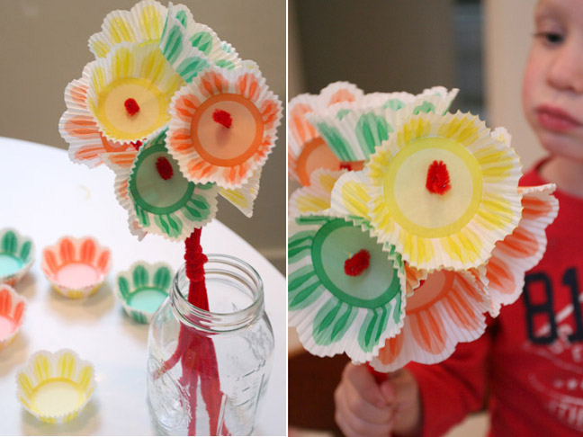 Craft Flowers For Kids Part - 34: April Showers Bring May Flowers! This Easy Cupcake Spring Bouquet Craft Is  A Great Way To Talk About Spring With Your Toddler And Get Their Busy Hands  ...