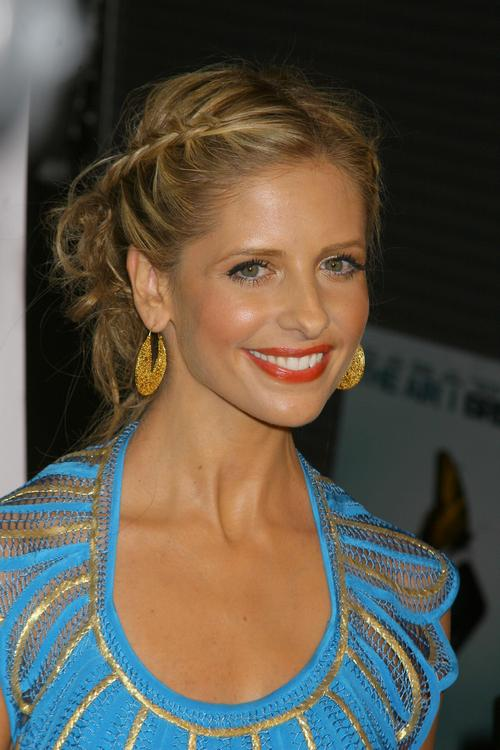 sarah michelle gellar, blue dress, updo, earrings