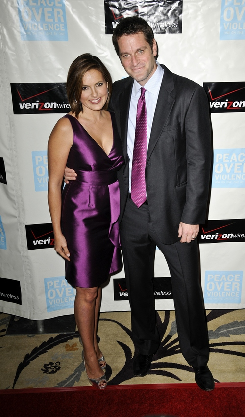 mariska hargitay, purple dress,