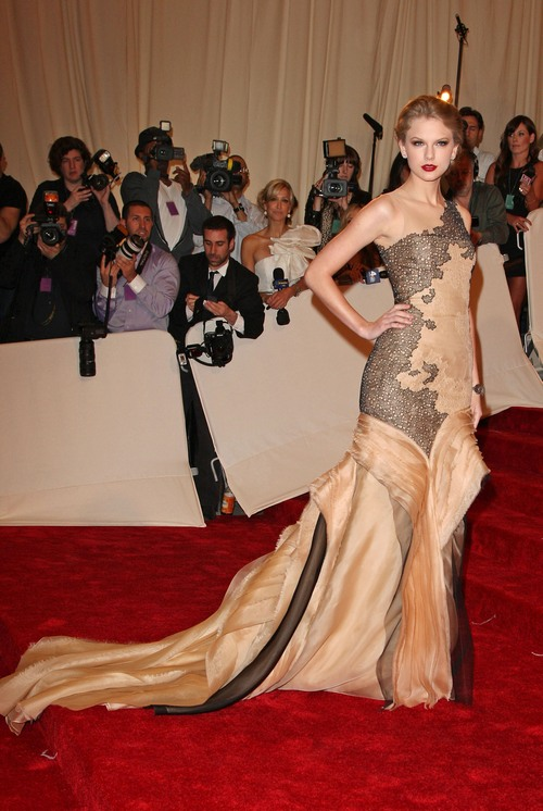 taylor swift, gown, gold gown,