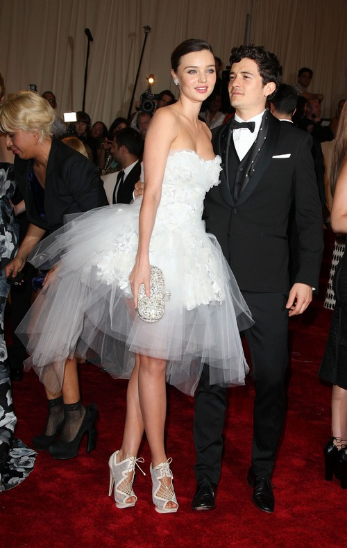 miranda kerr white gown, orlando bloom
