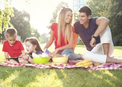 5 Tricks to Pulling Off a Fun Family Picnic in No Time