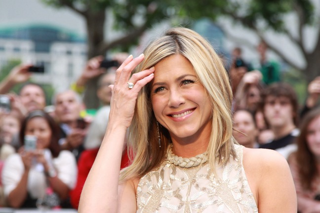 is jennifer aniston dating anyone She married pitt, after two years of dating, on july 29, 2000 in a lavish malibu wedding for a few years jennifer aniston: the biography of hollywood's sweetheart.
