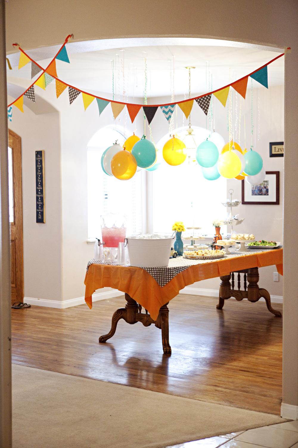 upside-down-balloons-party-1