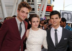 Kristen Stewart, Robert Pattinson, And Taylor Lautner To Be Immortalized In Cement