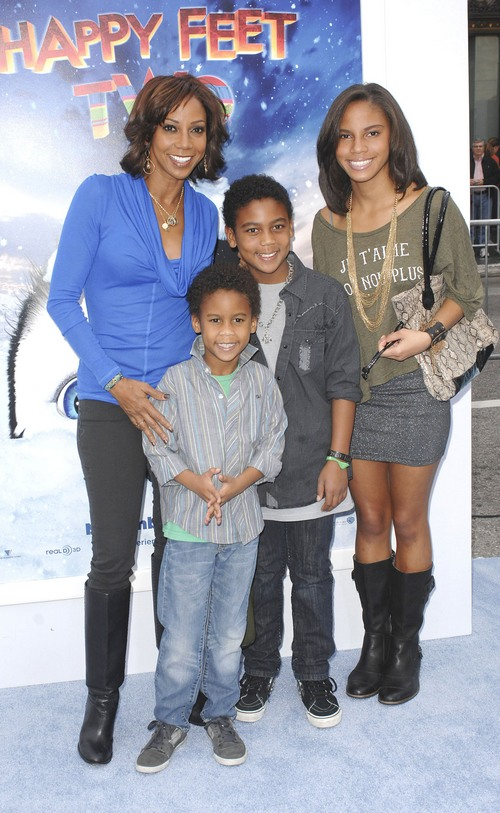 Holly Robinson Roman Peete Holly Robinson Peete And Her