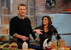 Jason Segel Talks Thanksgiving And First Kisses With Rachael Ray
