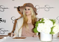 Jessica Simpson Attends Fan Event With Ashlee And Bronx