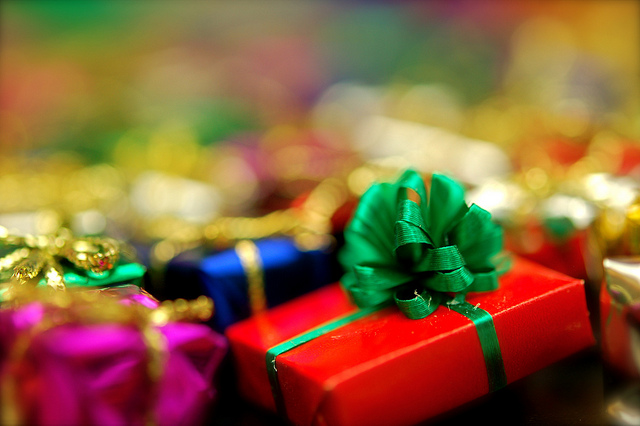 file_170917_0_111221-gifts