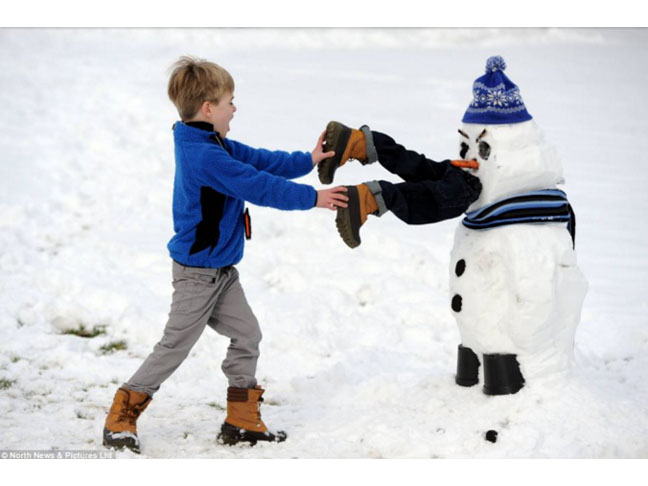 7 Winter Facts - Building a snowman