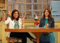 Alyson Hannigan Talks Pregnancy And Cooking With Her Daughter