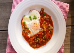 Dinner in 10 Minutes: Eggs Marinara With Peas
