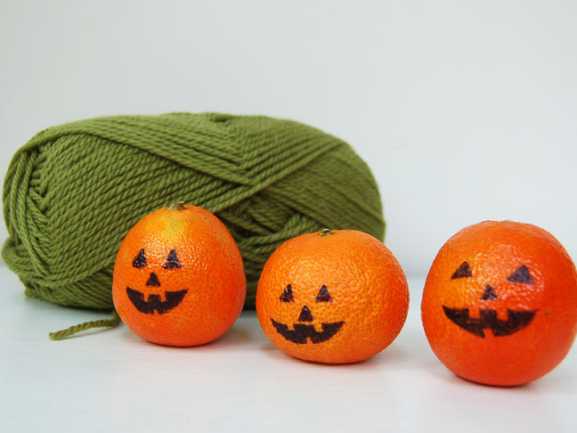 DIY Halloween Craft: Pumpkin Orage Decor Step 1