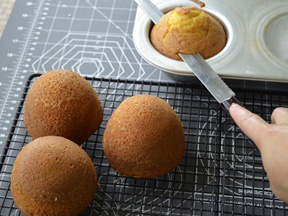 Good Witch Mini Cakes Recipe - Step 5