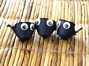 Halloween Spider Treat Cups DIY Craft - Step 4