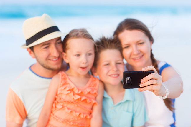 family-camera-phone-selfies-self-portrait-tips-resize
