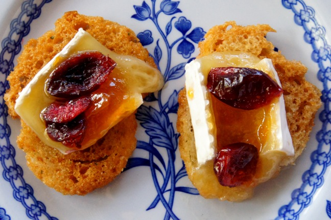 Apricot Cranberry Brie Hors D'Oeuvres Thanksgiving Recipe