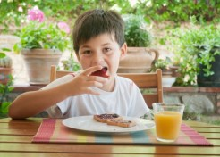 10 Healthy (and Quick!) Snack Ideas for Kids