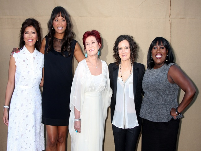 Aisha Tyler with cast of The Talk