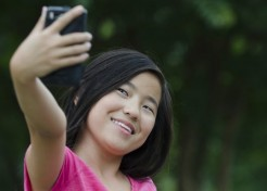Surprise! Your Kid's Selfies Reveal She's a Narcissist