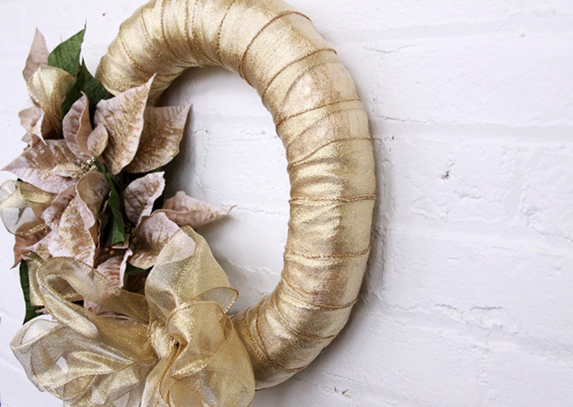 gold_poinsettia_ribbon_wreath_final_3